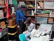 Сотрудник охраны дарит половое наслаждение девочке-вору, трахая её без разрешения 4