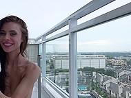 Малышка готова удовлетворять мужика с утра до вечера на балконе, чтобы все могли их видеть 8
