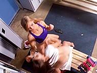 Парень становится свидетелем того, как девушки шалят с вибратором в раздевалка и начинает это снимать 11
