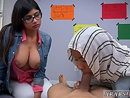 Teen Arab girl in hijab learns the basics of good blowjob with busty tutor Mia Khalifa