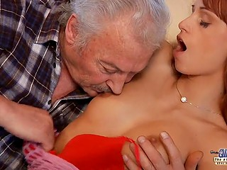 Old male literally loses his mind when shoves cock inside pussy of Portuguese Erica Fontes