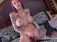 Cuddly pornstar Anna Bell Peaks gives her biggest fan the greatest gift, namely blowjob and her pussy