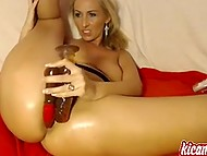 Lustful Estonian dame with round ass is used to stretch her hole and stream it on webcam