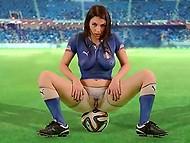 Het italiaanse voetbal team mist de wk, dus buxom Valentina Nappi records hete video voor supporters