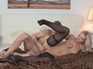Light-haired stepmom wants to receive pleasure and guy actively penetrates smooth twat