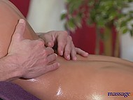 Professional masseur with rich experience knows that young colleen wants sweet continuation 11