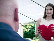 Teen babe Amanda Clarke doesn't have money to buy all things she wants and sex with old man gives her discount 3