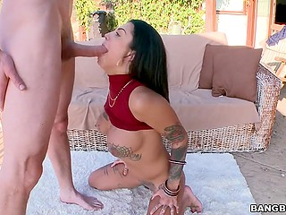 Brunette girl Bonnie Rotten squirts outdoors and shows man how deep she can take cock in her throat