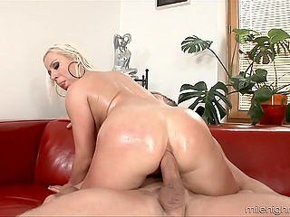 Blonde MILF shows janitor nice breasts and happy guy goes inside the house to fuck woman's huge ass