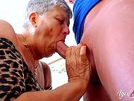 Горещо зряла жена поканила работодател у дома и му показа, колко много тя обича да дава човек свирка