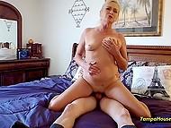 Cipki dojrzała blondynka wypełniona spermą tak często, że ona myśli, że to normalne