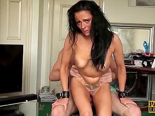 Стройное тело шалавистой мадам сводит извращенца с ума и он не может насытиться её киской