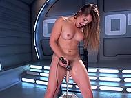 Малышка Dani Daniels испытывает невероятный оргазм благодаря секс-машине и мощному вибратору