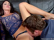 Hot MILF Jessica Jaymes puts panties aside to receive cunnilingus then takes care of guy's cock