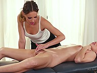 Pussy-massage by Jillian Janson makes Jill Kassidy fall in love with experienced lesbian and almost cum