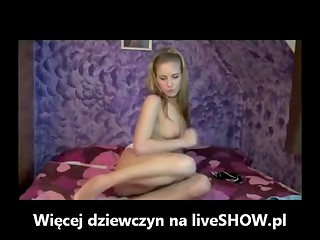 Amateur Polish teen fondles and fingers her cunny on webcam