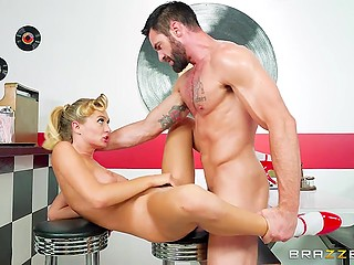 Lascivious waitress Natalia Starr urgently wants to be fucked and she approaches bearded customer