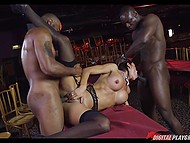 Two black cocks move backwards and forwards in MILF's mouth and pussy simultaneously
