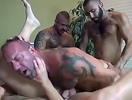 Brutal gays with muscled bodies spice up relationship by foursome fuck on the couch