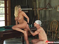 Attractive blonde barmaid Teal Conrad needs money to pay rent and she offers customer to fuck her 8