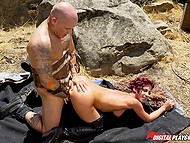 Bald guard lets rebellious amazon Jada Stevens pass only after sex on the ground