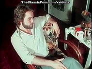 Супер-откровенное кино из классической порно-коллекции со страстными дамами и их пушистыми писечками 8
