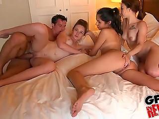 Развратный пацан собрал всех своих бывших, чтобы решить, кто из них лучше в постели