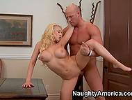 Блонда с крупными кокосами Kagney Linn Karter заманивает женатого соседа в кабинет мужа для перепиха 7