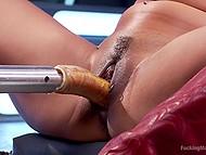 Соло сцена с участием азиатки в красных сапожках, получающую удовольствие от секс-машины и вибратора 9