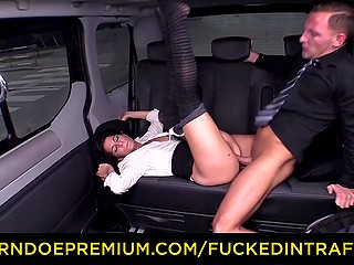 Brunette woman and driver have to wait of two hours and guy decides to fuck her in the backseat