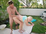 Парень помогает блонде с хвостиками раздеться и вставляет член в узкую киску сзади