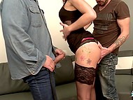 Girl talks to men and slowly conversation turns into dirty and lustful group oral fucking 4