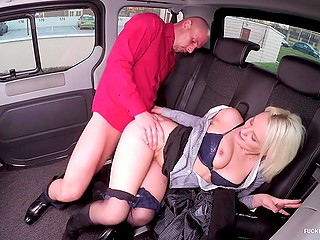 Horny blonde girl wants to be banged and chooses taxi driver to drill her in the backseat