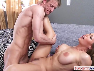 Smart hottie Nicole Aniston with ease seduces friend's stepbrother using her juicy boobs