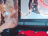 Sultry platinum blonde chick brags about huge booty and sucks brown dildo on webcam