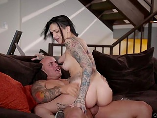 Tattooed emo girl with pierced nipples seduces bald stepdad and man fucks her pussy on the couch