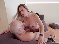 Blowjob by sexy MILF with big tits is so good that Nacho Vidal cums after fucks her a little bit