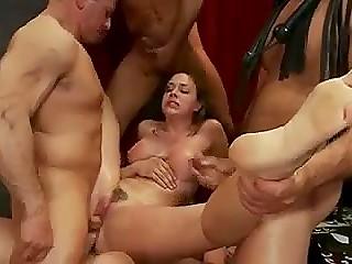 Наглые самцы грубо трахают послушную партнёршу во все гостеприимные дыры