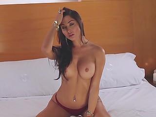 Body of Argentinian model Belen Lavallen looks sexier when she takes a shower