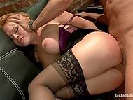Господин хлестает Krissy Lynn по заднице плёткой и она становится его анальной секс-рабыней