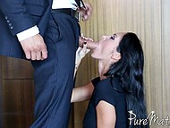 Porn video of oral sex between man and stepmother Ava Addams who agrees to be face-fucked after shower 5