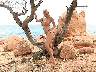 Czech beauty with natural tits often poses for nude photo sessions and does it on the beach this time