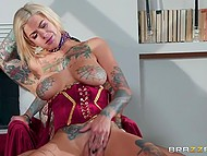 Inked guy cheats on GF with fortune teller Bonnie Rotten who loves nasty fuck that makes her squirt 5