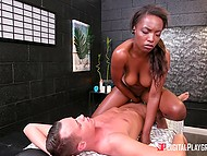 Masseur pulls big cock out of pants and Ebony client can't overcome desire to be fucked