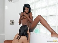 White hottie Jenna Sativa drags Ebony roommate Kandie Monae in shower for dirty lesbian sex