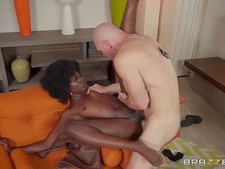 Female police detective with black skin takes advantage of empty house and spreads legs for bald partner