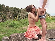 Guy wants to receive outdoor blowjob by Japanese girlfriend and brings her to field