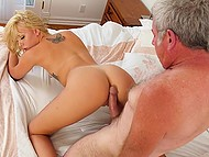 Old man relaxes in bathtub and hot stepdaughter with tanned body comes to him for fuck 5