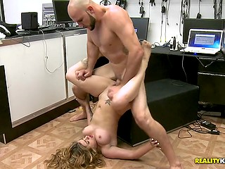 Cutie Vinette Ricci jumps on thick cock in laptop shop and receives jizz on pretty face