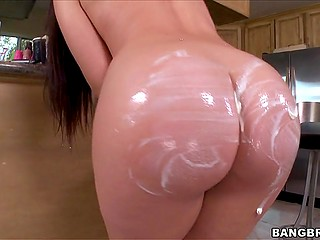 Lovely sexpot with fantastic ass fools around in kitchen by covering own body with sweets